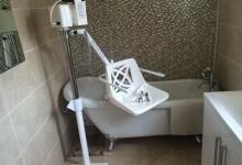 Bath hoist for the disabled