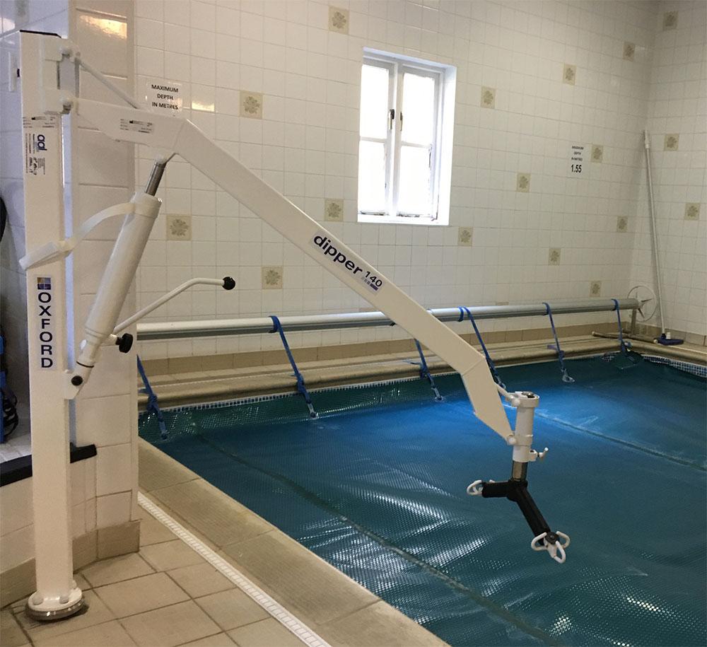 Oxford Dipper Pool hoist with Spreader Bar